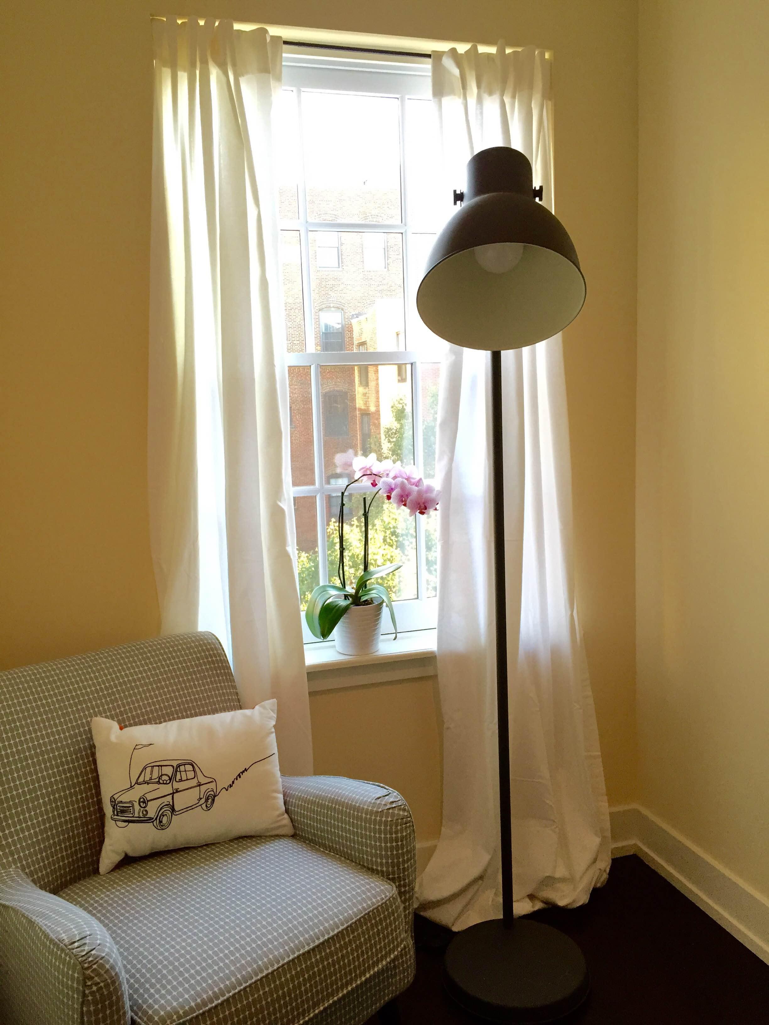 design on a dime polka dots historic spots. Black Bedroom Furniture Sets. Home Design Ideas